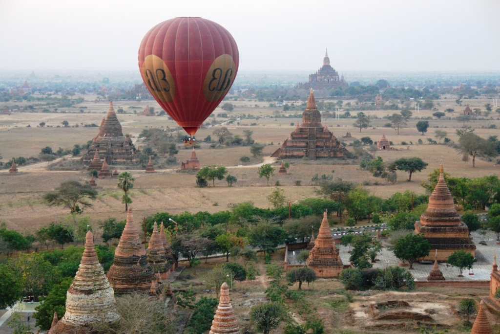 Hot air balloon over Bagan temples – for the finest sunrise