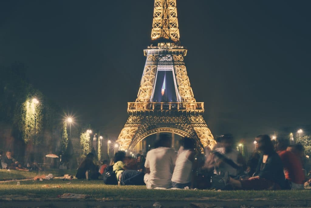 Picnic under the Eiffel Tower – for the ultimate Parisian experience.